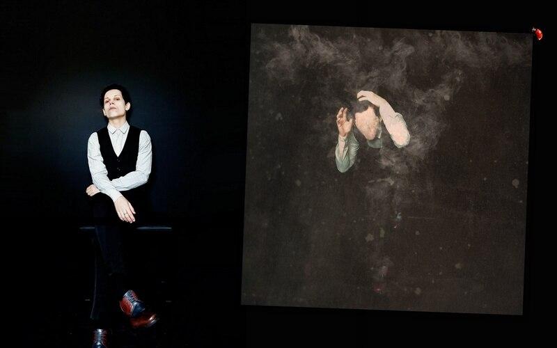 """Tal qual uma mariposa desesperada à procura da luz, Fryer busca um olhar para o futuro através da escuridão em seu álbum de estreia. Usando com referência sons góticos, industriais e pós-punk com um viés contemporâneo, """"The Moth - Before the Darkness"""" é um curto e cru trabalho cheio de ambiências que dialogam com o cenário de caos sócio-político do Brasil atual."""