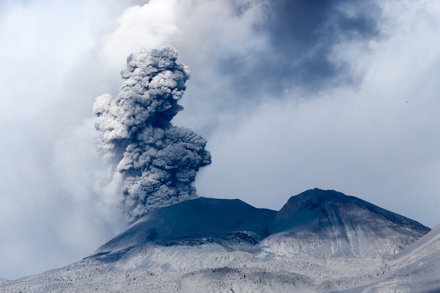 Eruption of Indonesian Volcano in 2018 Generated a Tsunami at Least 330 Feet High - rictasblog.com