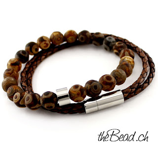 https://www.thebead.ch/product_info.php?info=p2108_lederarmband---perlenarmband-brown-im-set--gravur-moeglich-.html