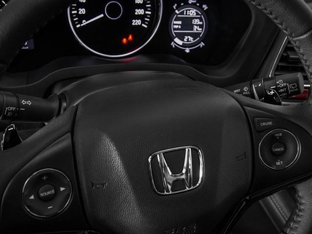 Honda HR-V 2017 - volante multifuncional na versão LX