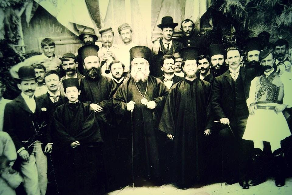 είτε φωτογραφίες όπου ο άγιος είναι παρέα με τους κατοίκους της Κύμης στην Εύβοια