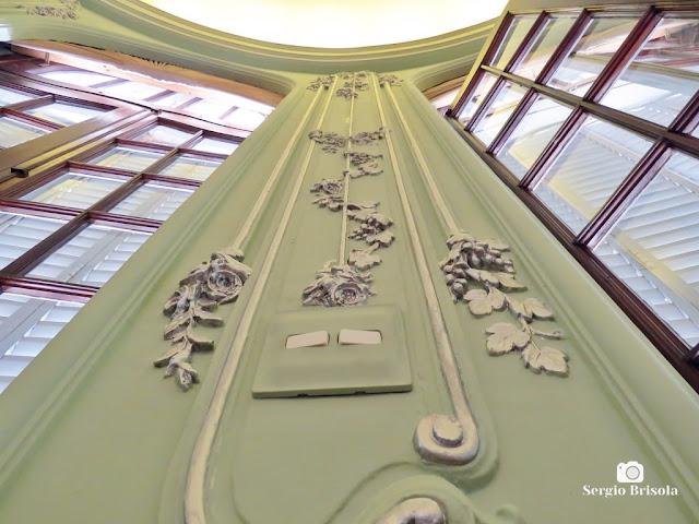 Palacete Violeta (adornos das portas-balcão da Sala dos Pássaros)