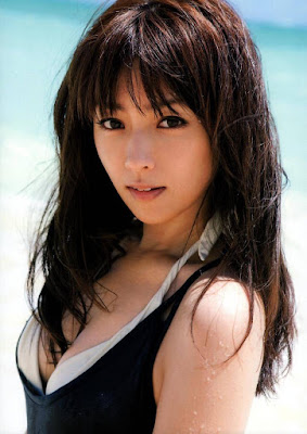 10 Most Beautiful and Sexy Japanese Female Artist
