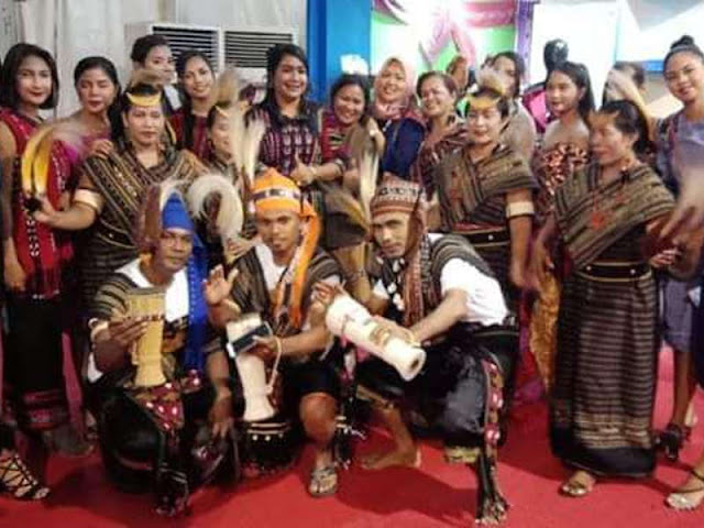 Joice Fatlolon Tampilkan Desain Tenun Ikat Tanimbar di Ambon