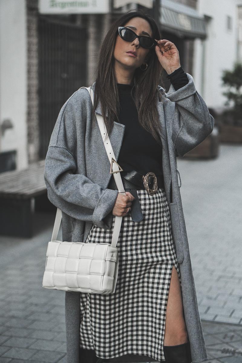 mini skirt - como elegir abrigos