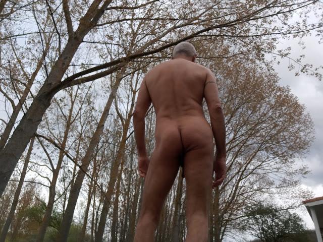 La madurez de un hombre gay en la montaña