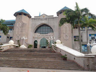 "<a href=""url gambar""><img alt=""kampus iium gombak kuala lumpur malaysia"" src=""urlgambar"" title=""kampus iium gombak kuala lumpur malaysia"" />"