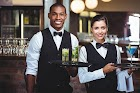 Hotel abre vagas de emprego para Garçom e Garçonete
