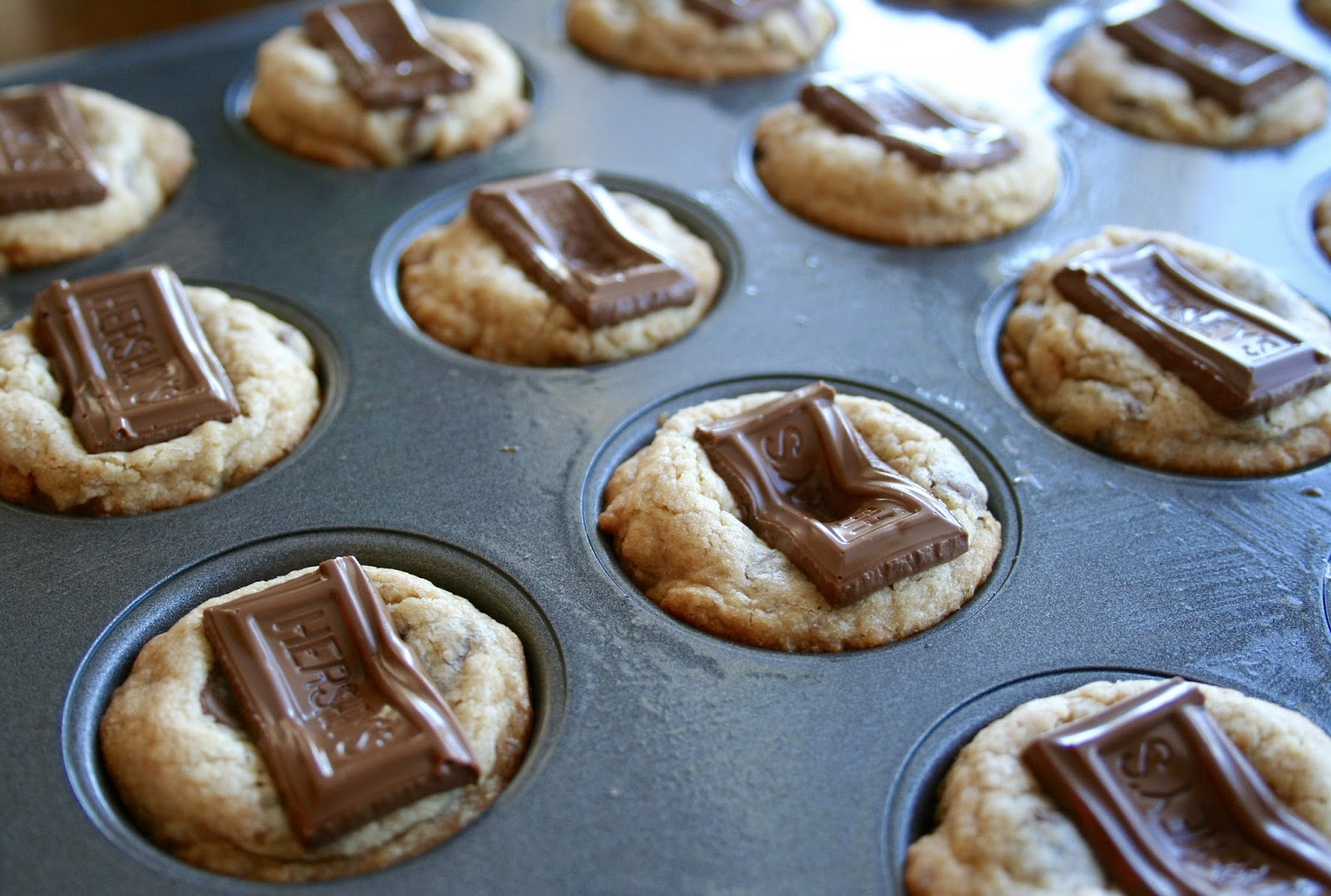 For the Love of Food: Mini S'mores Cookie Cups