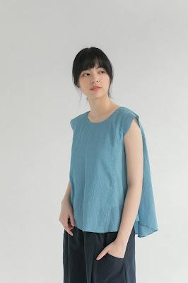 素色短袖女裝造型上衣