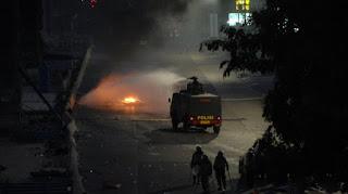 Unjuk Rasa di Makassar Ricuh, 1 Mahasiswa Kritis Ditabrak Barracuda Polisi