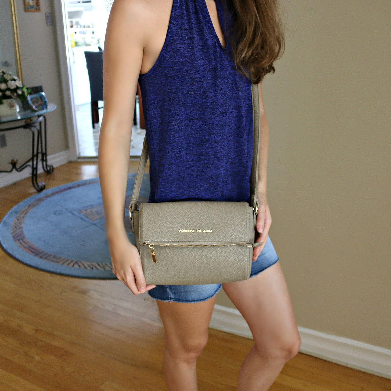 What's In My Bag Adrienne Vittadini Crossbody Bag Review
