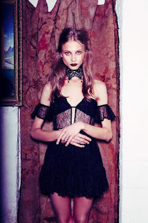 https://www.forloveandlemons.com/interview-with-the-vampire-fall-2013/