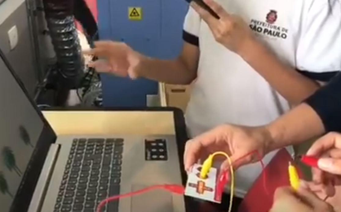 Novo modelo de educação digital será aplicado às escolas da rede municipal a partir de 2018. Foto: frame de vídeo da Prefeitura Municipal de São Paulo