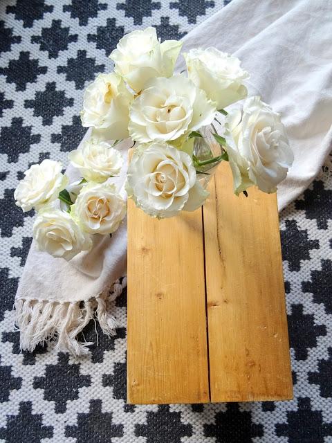 Anno, Pandora matto, valkoiset ruusut, valokuvaus, pellavahuopa