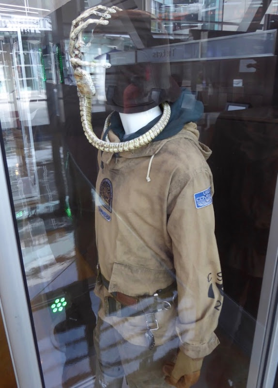 Alien Covenant Oram costume