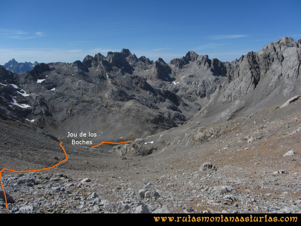 Ruta Vegas del Toro, Canal del Vidrio, Peña Vieja, Urriellu: Bajando del Collado Santa Ana al Jou de los Boches