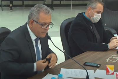 Os vereadores Chico Caiana (PTB) e Dr. Jamal (PSB) na sessão