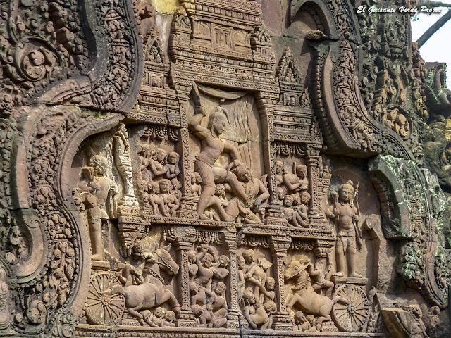 Banteay Srei, Krishna matando a Kamsa - Angkor, Camboya por El Guisante Verde Project
