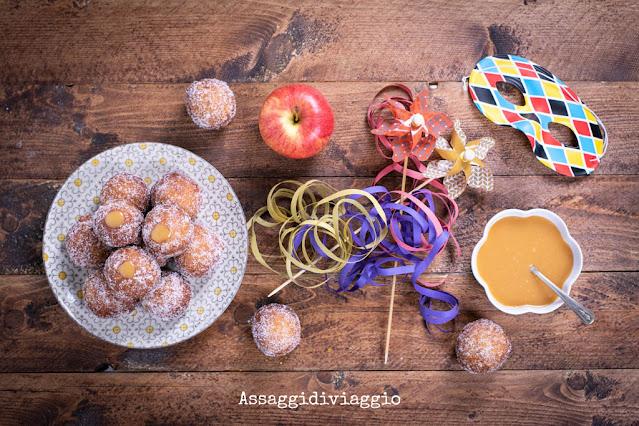 Doughnuts alle mele e cannella con salsa al caramello
