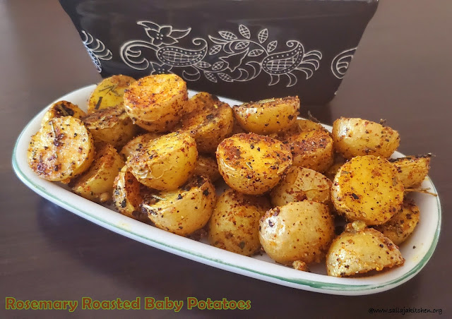 images of Roasted Baby Potatoes with Rosemary / Rosemary Roasted Potatoes / Roasted Baby Potatoes