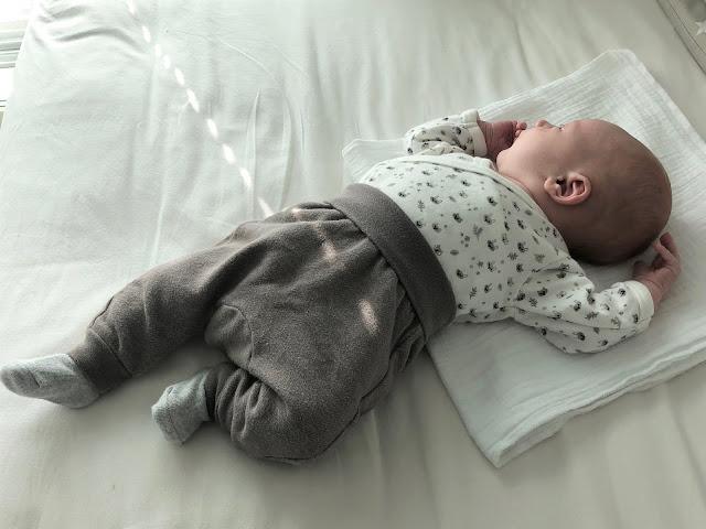 Kietaisumalliset bodyt ovat parhaita sillon, kun vauva ei vielä kannattele päätään
