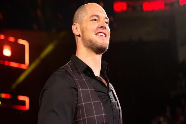بارون كوربن عن أندرتيكر: مجرد كومة عظام قديمة أناني وسرق مال WWE على مدى 20 عاما (فيديو)