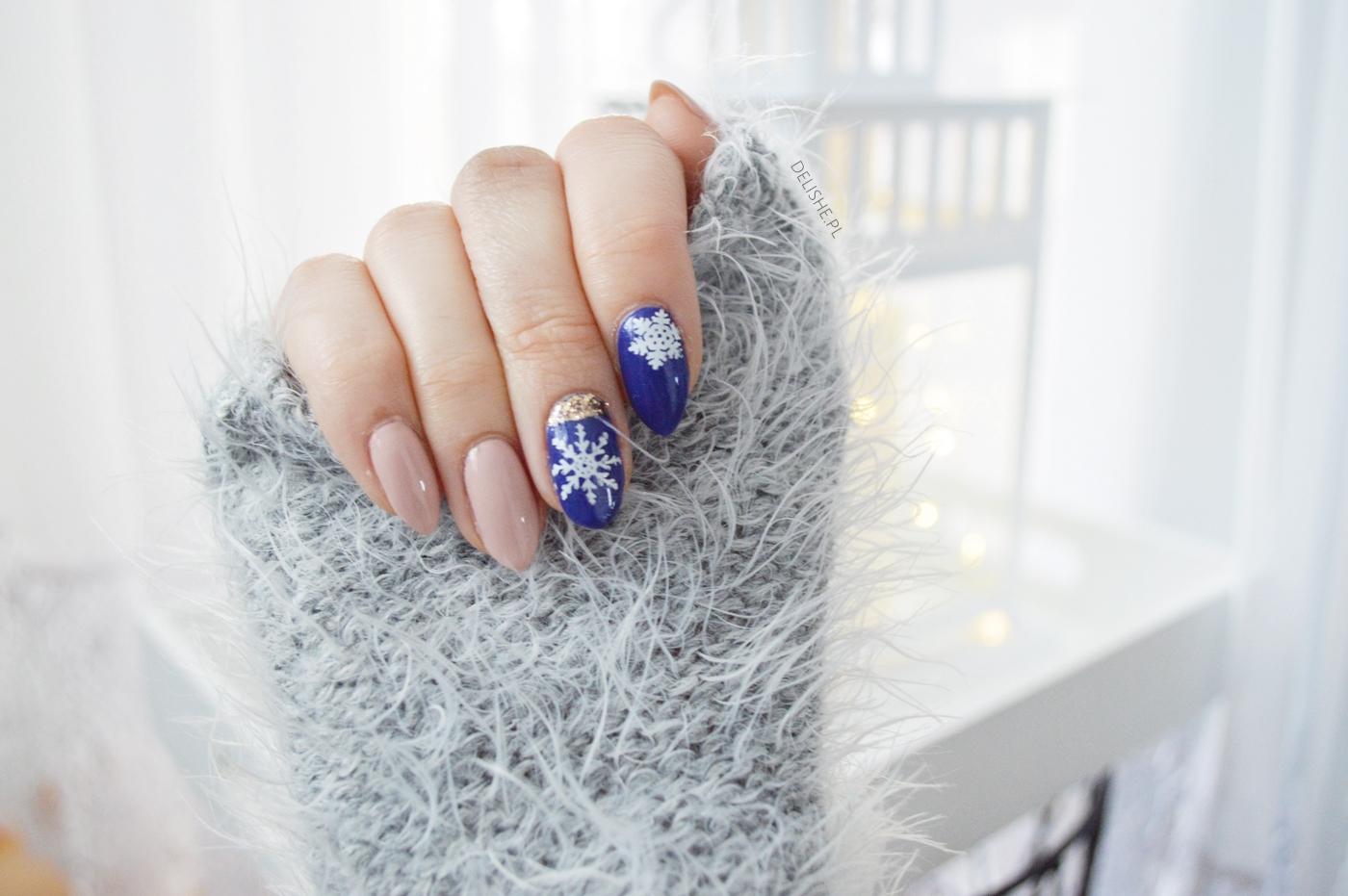płatki śniegu na paznokciach manicure