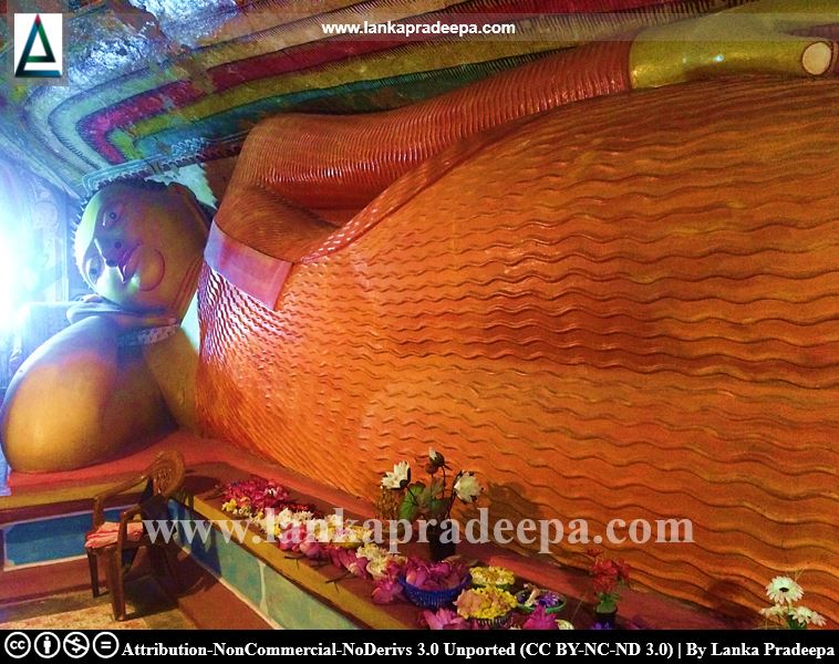 The reclining Buddha statue at Waduwawa Bambaragala Viharaya