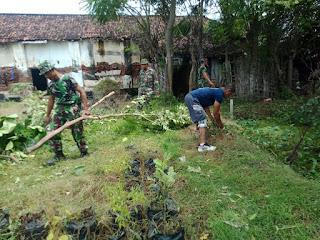 Musim Penghujan Tiba Kodim 0820/Probolinggo Bersihkan Lingkungan dan Kantor