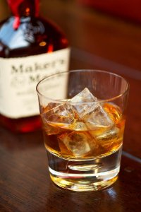 sweet smooth whiskey/whisky/bourbon, good Price Maker's Mark Bourbon Whiskey : £19.49