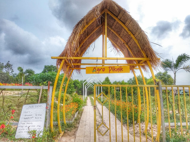Gerbang masuk Agro Piknik Sei Temiang Batam