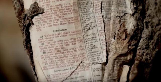 Não vais acreditar em que página a bíblia foi transformada! Uau, Deus é realmente incrível!