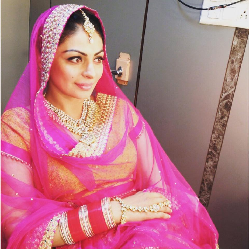 Latest Wallpapers of Neeru Bajwa - Watch & Listen Punjabi Songs ...