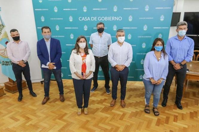 El Gobierno recibió a intendentes del Gran Mendoza para coordinar la vacunación