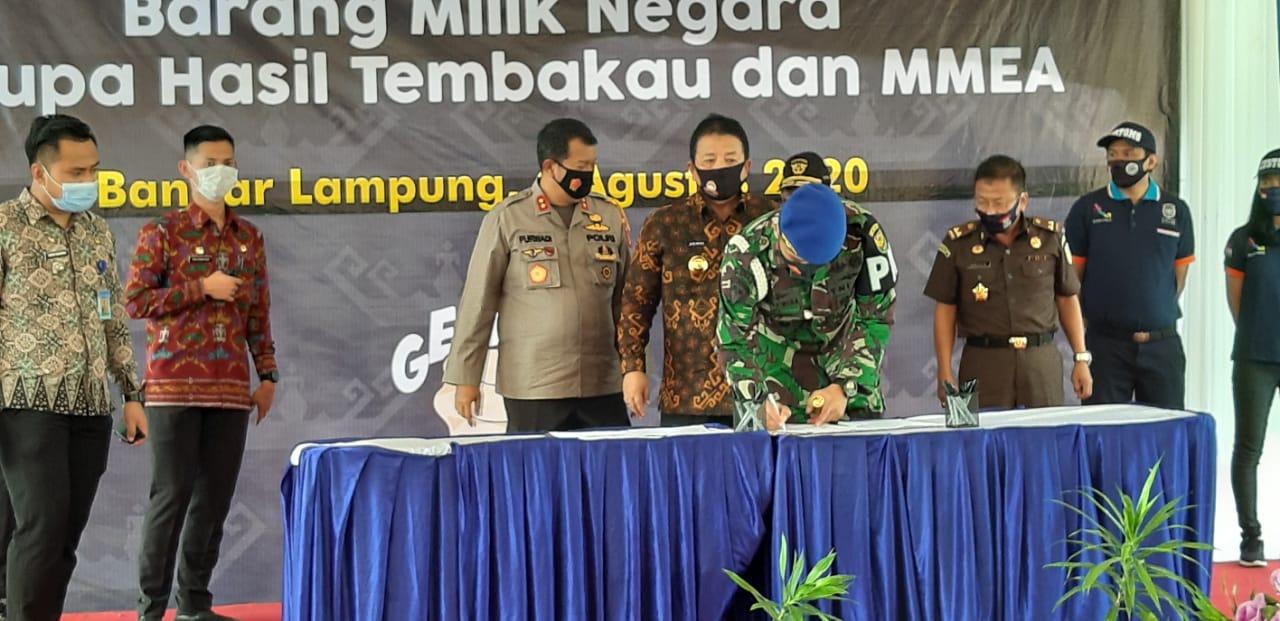 Komandan Detasemen Polisi Militer II/3 Lampung Mayor Cpm Hanri Wira Kusuma, S.H., M.Han hadiri acara pemusnahan terhadap Barang Milik Negara (BMN)