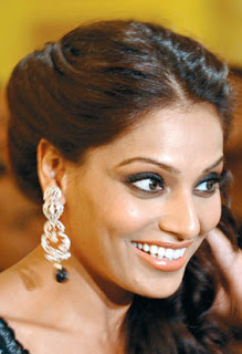 Bipasha Basu Bollywood Diva's Smoky Eye Makeup Looks