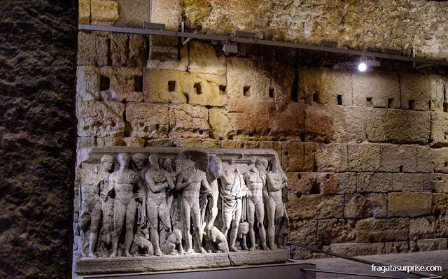 Sarcófago exposto no Circo Romano de Tarragona