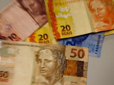 Salário mínimo de R$ 1.045 começa a vigorar  a partir de 1° de fevereiro.