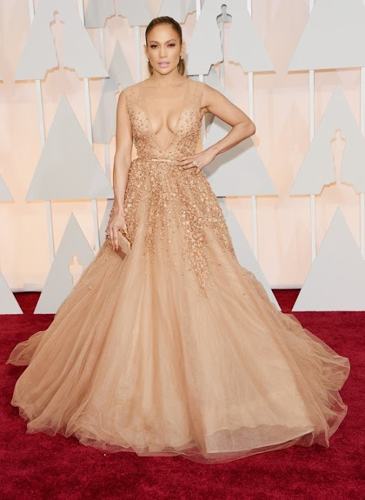 2015 Academy Awards Arrivals: Jennifer Lopez in Elie Saab
