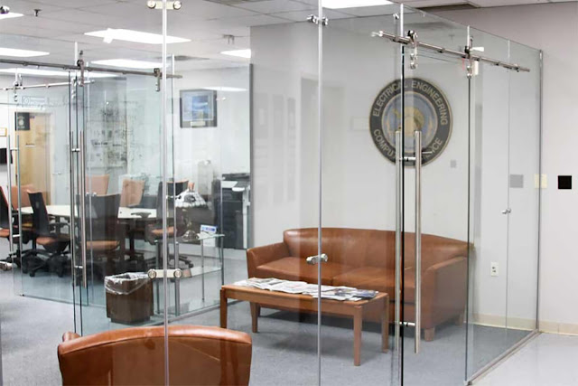Sliding tempered glass partition