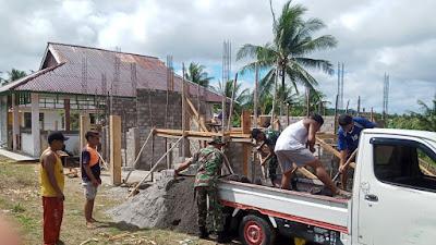 Koramil 1312-03/Beo Bersama Masyarakat Desa Bengel Melaksanakan Karya Bhakti Pembangunan Posyandu