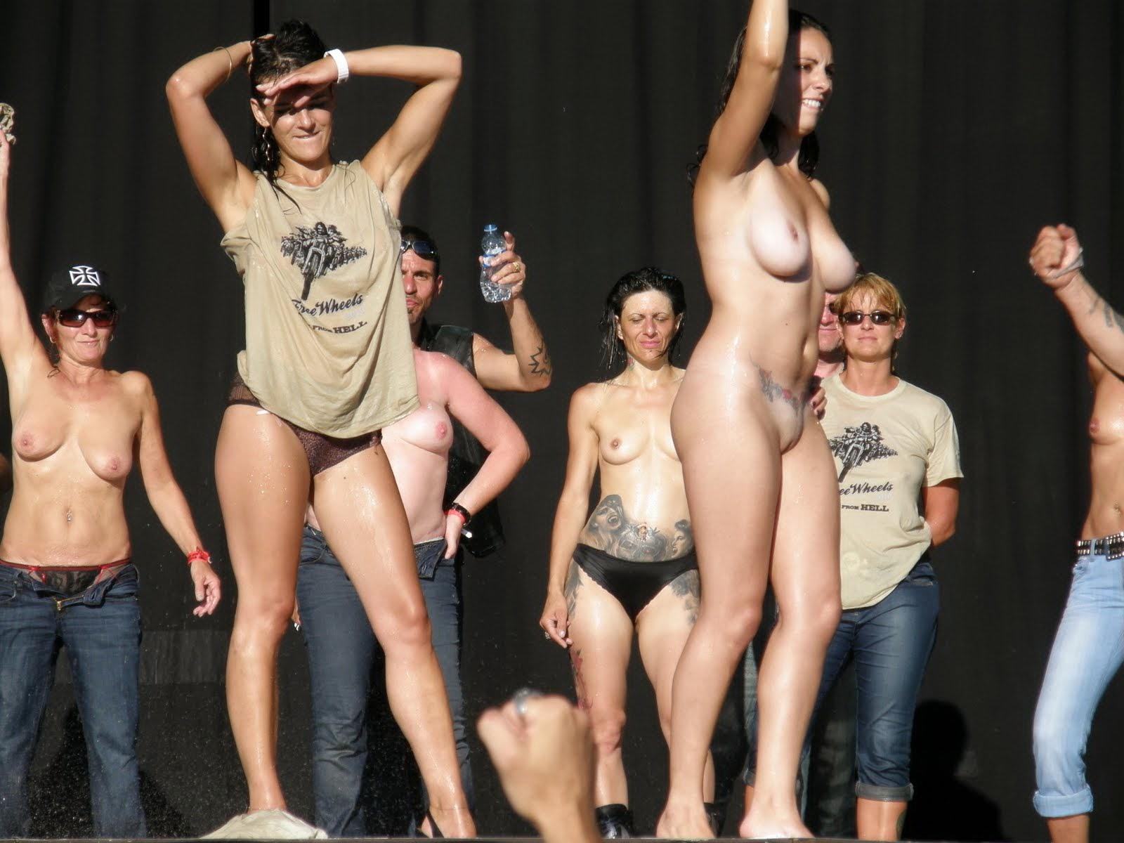прибором голые девушки на выступлении онлайн видео подделал свой