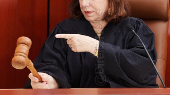juiza bronca advogada cruel empregado direito