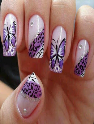 decoracion de uñas con mariposas moradas sencillas