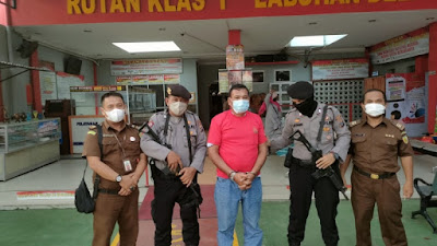 Diduga Korupsi Dana BOS, Mantan Kepala SMAN 8 Medan Ditahan Jaksa