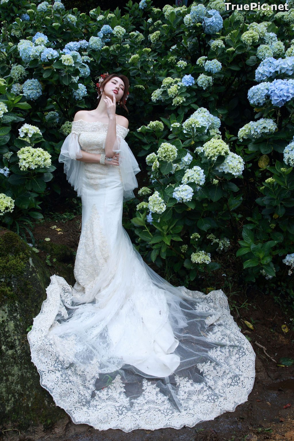Image Taiwanese Model - 張倫甄 - Beautiful Bride and Hydrangea Flowers - TruePic.net - Picture-2