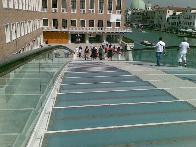 ponte-costituzione-Calatrava-Venezia-vetro-gradini-parapetto