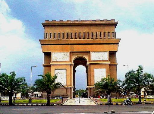 Mengenal Icon Kota Kediri: Monumen Simpang Lima Gumul ...