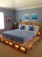cama de dos plazas hecha con palets